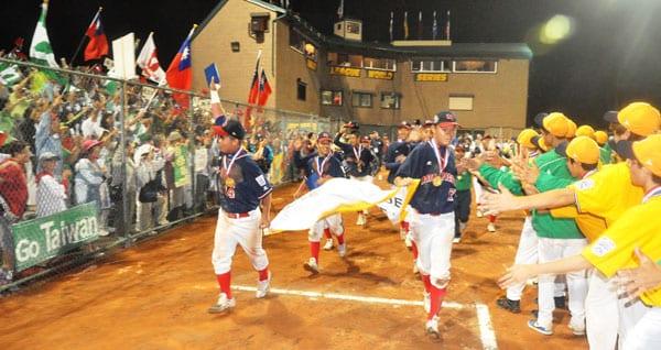 Chinese_Taipei_Victory_Lap_2010.jpgweb